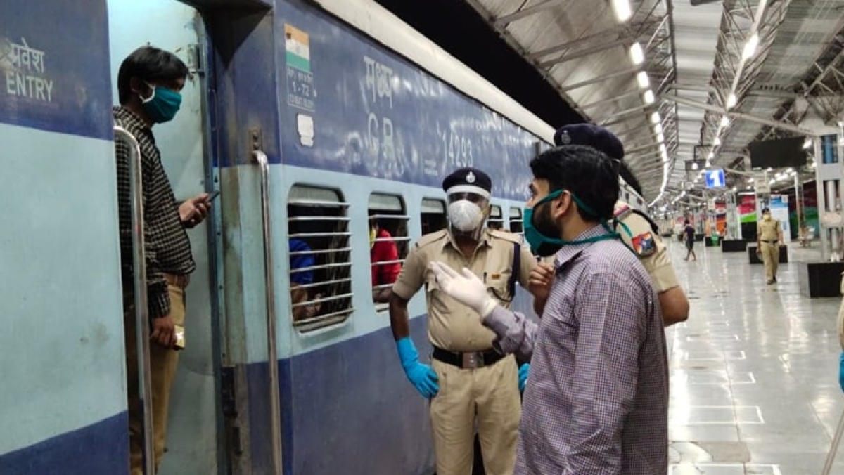 Maharashtra Congress MLA arranges special train from Pune to Lucknow for stranded migrant labourers