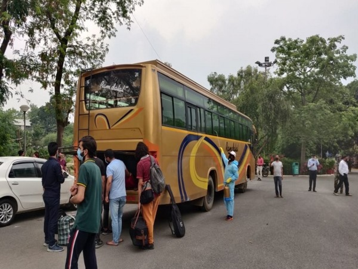 Jamia students from Jammu and Kashmir leave for home in special bus