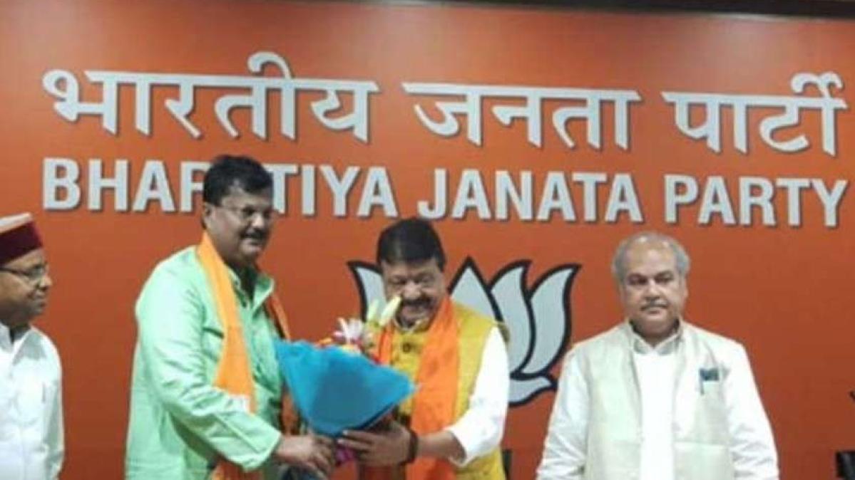 Premchand Guddu with Kailash Vijayvargiya. File Photo