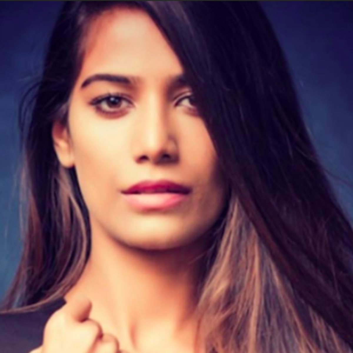 Lockdown 3.0 in Mumbai: Actress Poonam Pandey, friend go on joyride from Bandra to Marine Drive; held