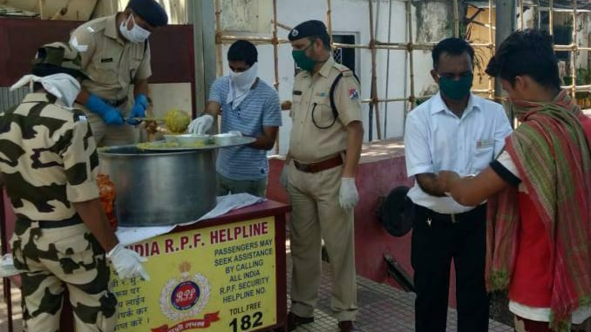 WR & IRCTC distribute free meals to about 4.35 lakh needy persons in the last 34 days