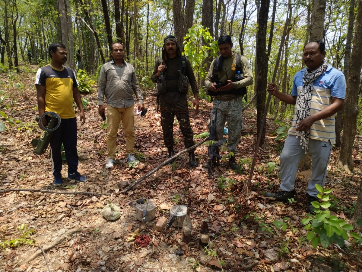 Naxalites in Chhattisgarh's Dantewada use remote-controlled bombs for first time;  STF, DRG and CAF jawans defuse them