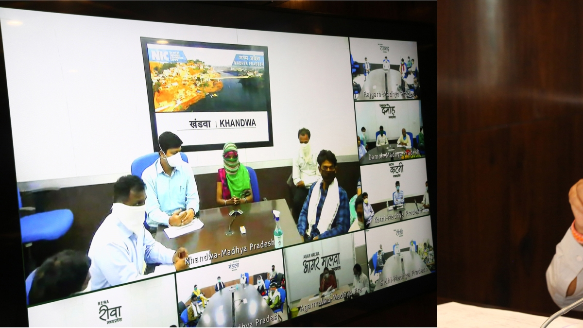 Shivraj Singh Chouhan interacting with  labourers, dist collector, Panchayat CEO through video conference