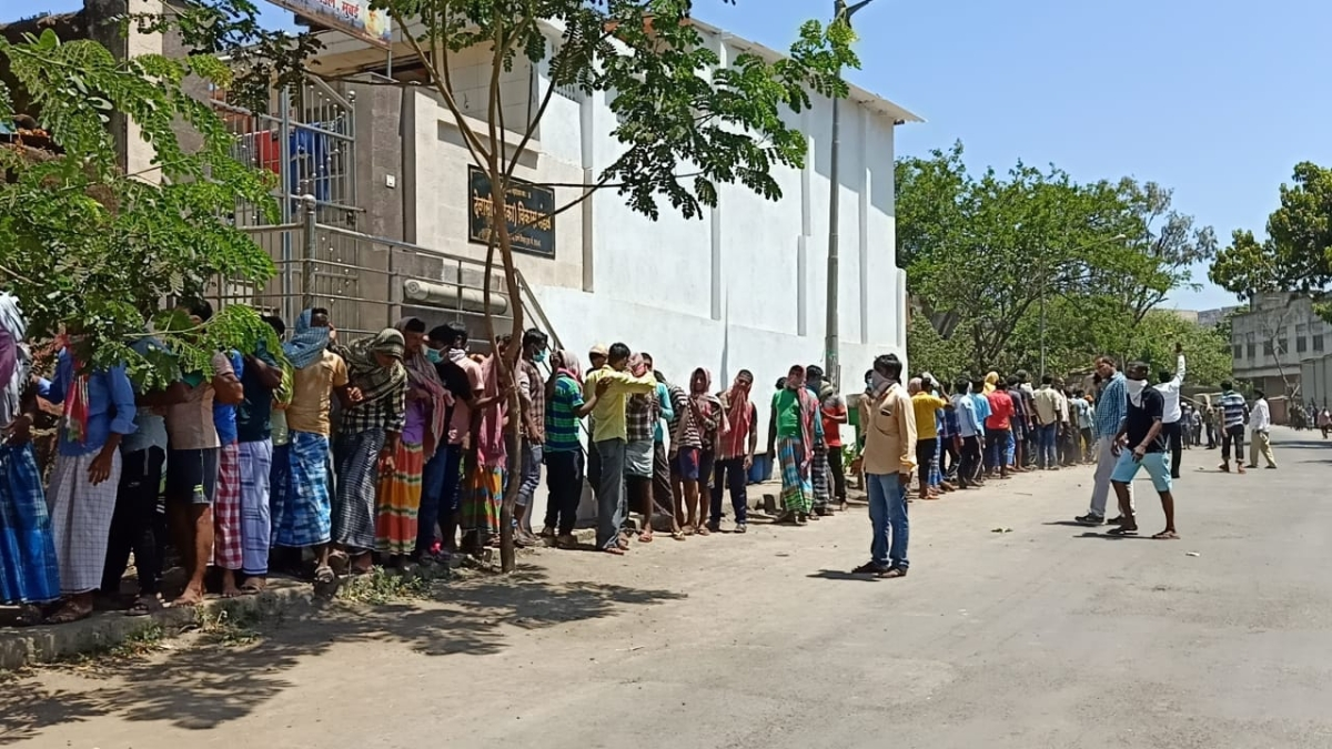 Coronavirus in Mira-Bhayander: Social distancing goes for a toss: Migrants throng hospital for medical certificates