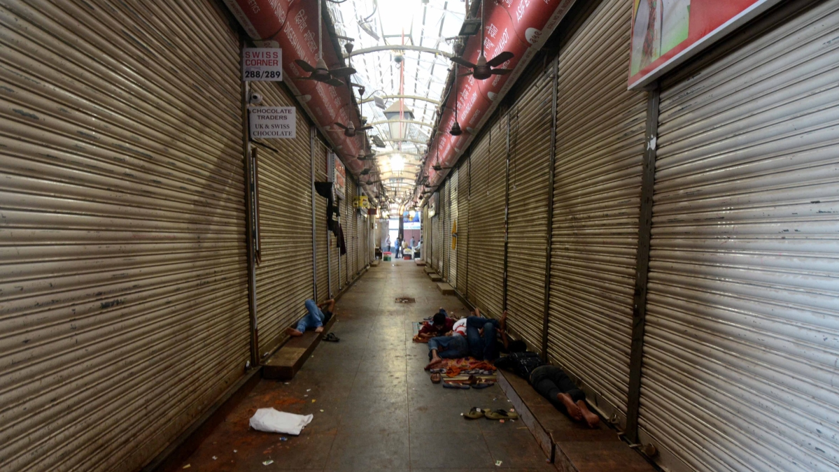 All shops to be shut from Monday in 69 Pune containment zones