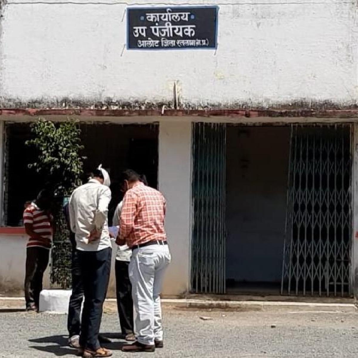 Madhya Pradesh: Deputy registrar arrived from Indore skips self-quarantine, resumes office in Alot