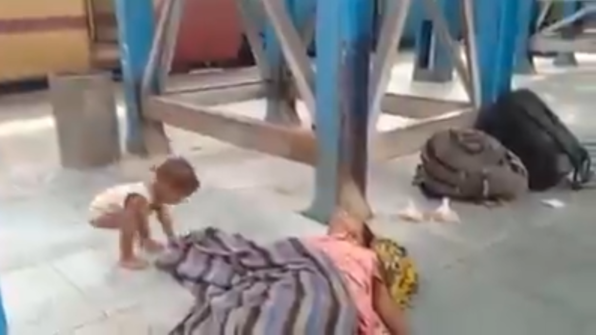 Watch: Baby plays with dead mother's shroud at Muzaffarpur station in Bihar