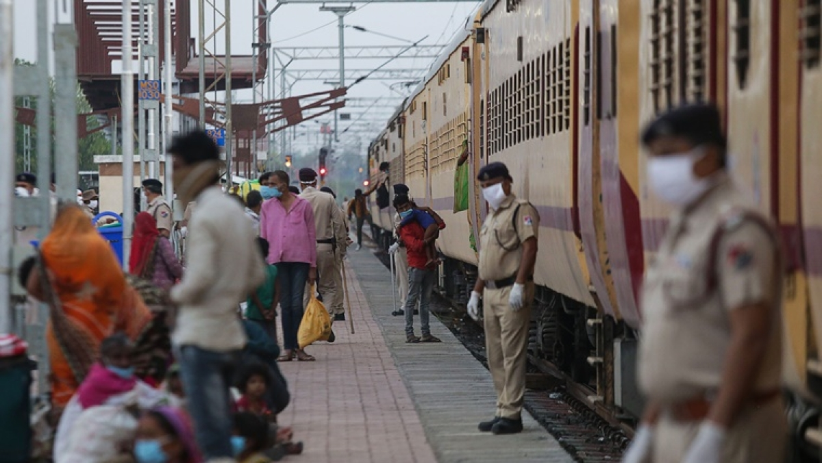 Coronavirus lockdown: First special train ferrying migrants from Telangana reaches Jharkhand