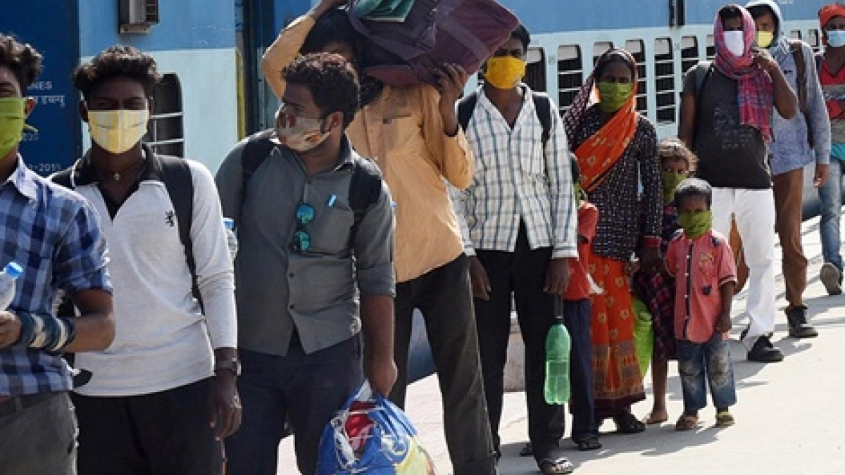 Migrants in Rajkot allege police charged Rs 725 as train fare to UP
