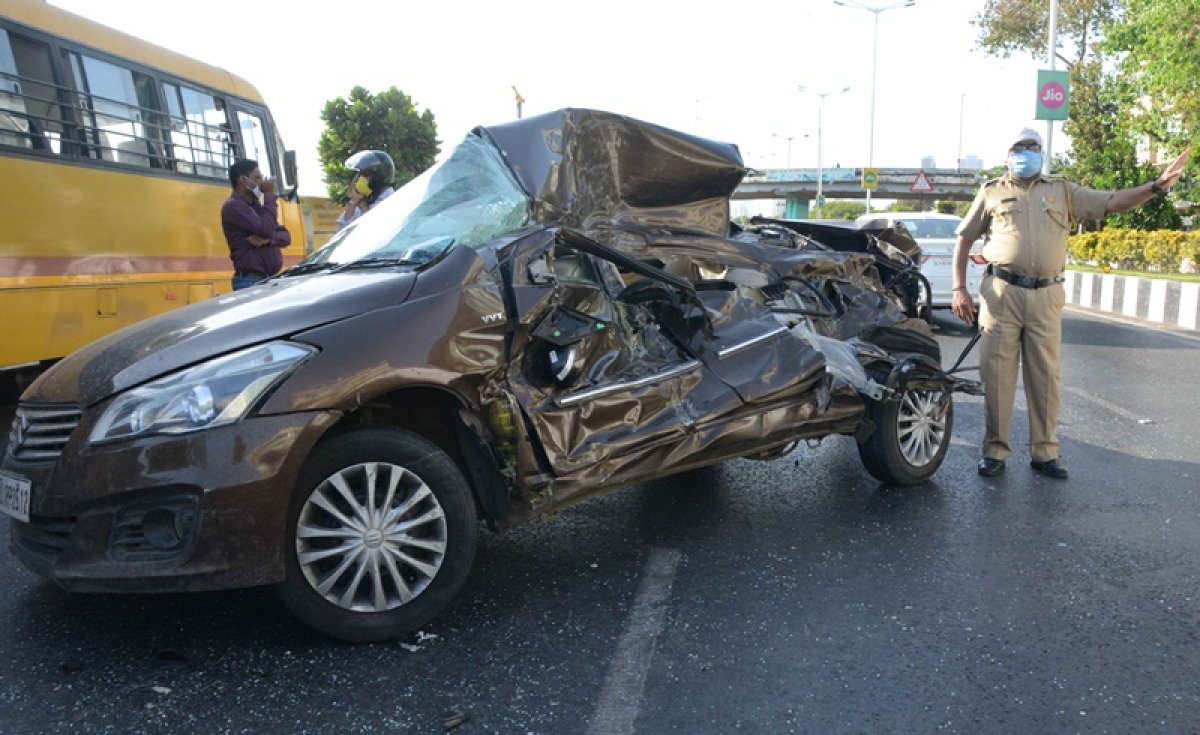 Mumbai: 18-years-old dies, friend hurt in Marine Drive car crash