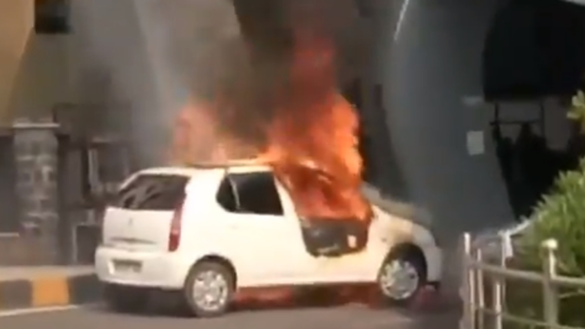 Watch: Twitterati in splits after Chhattisgarh man allegedly sets car on fire with sanitizer