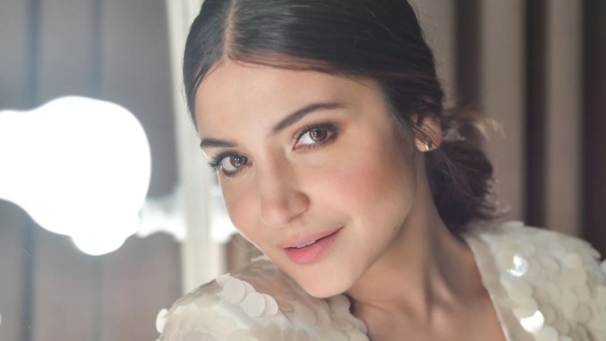 Varun Dhawan, Parineeti Chopra and others wish Anushka Sharma on 32nd birthday