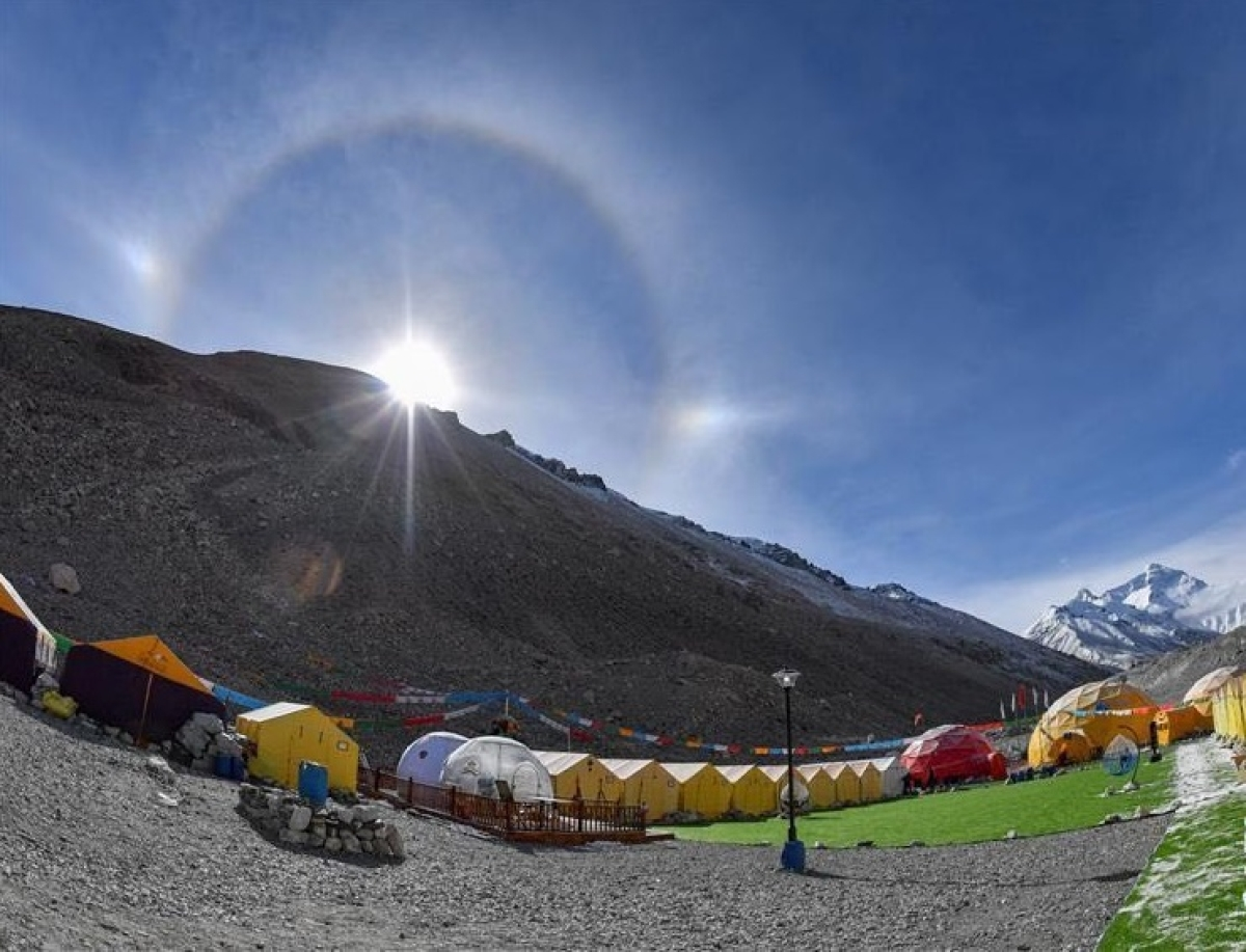 Why did China delete a tweet about Mount Everest being in Tibet instead of Nepal?