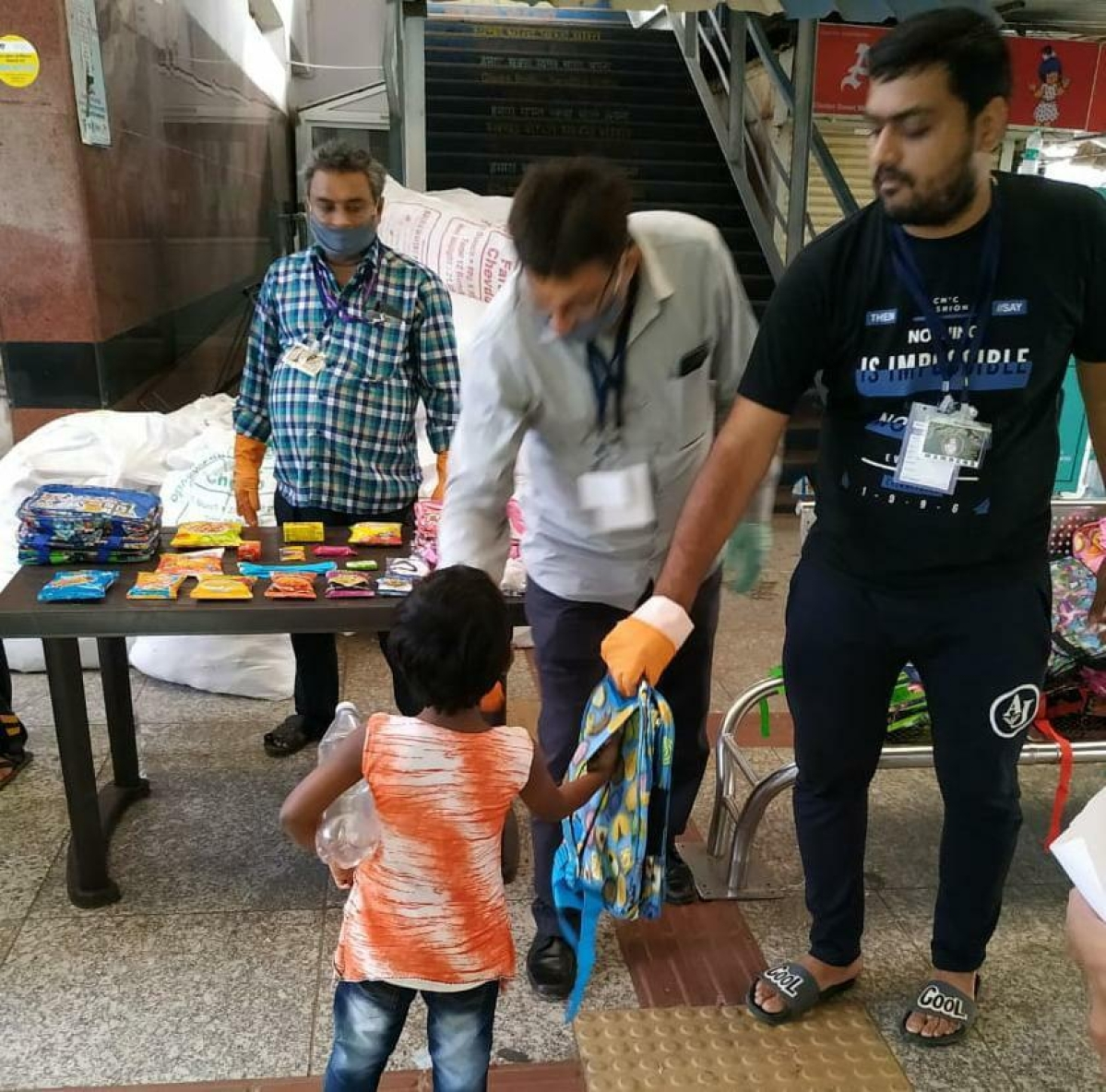 About 5.56 lakh food packets distributed to needy persons over Western Railway in the last 49 days