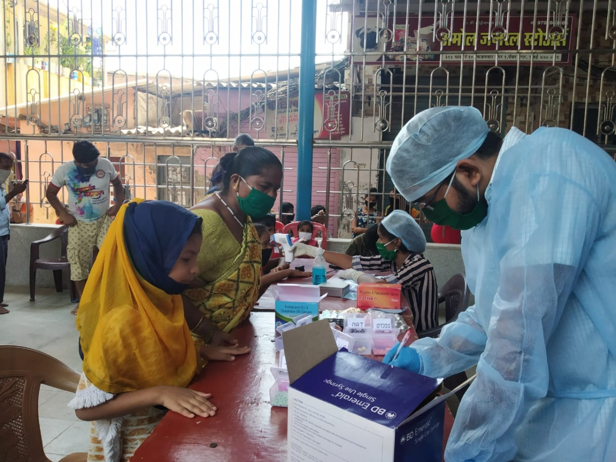 Humanity in times of coronavirus: This Mumbai-based doctor treats patients free of cost
