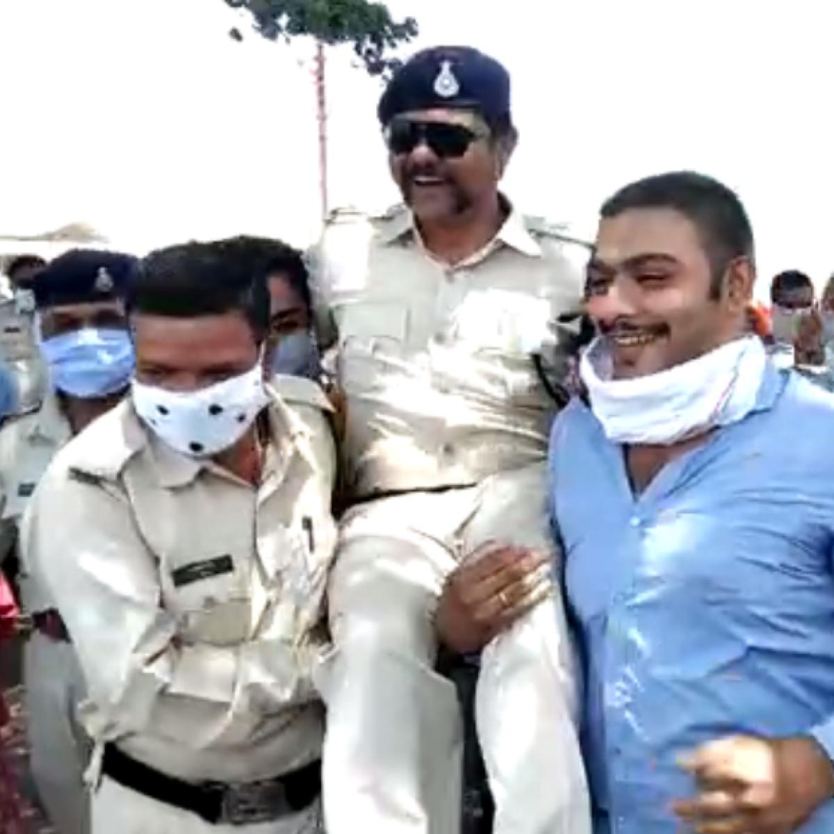 Madhya Pradesh: Emotional cops make merry, stomp on corona rules