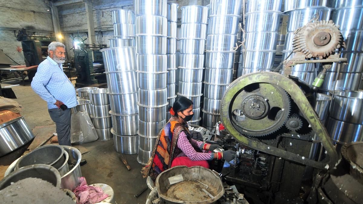 70% of Karnataka industries resume work amid lockdown