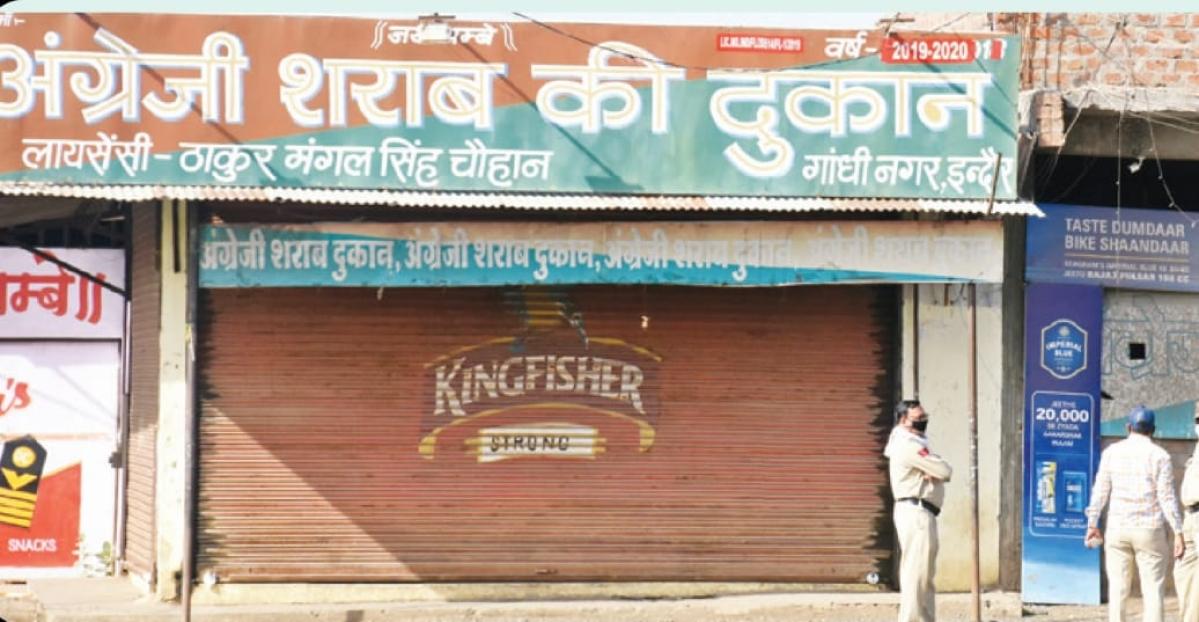 Indore amid lockdown: Liquor contractors join hands to shut the shops despite government's nod