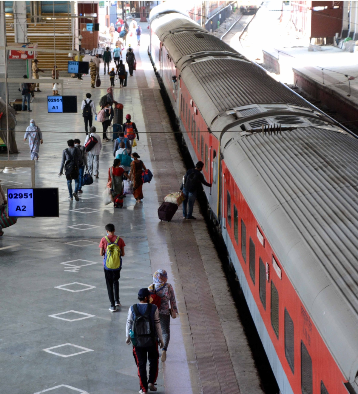 First special train arrives at Mumbai Central from New Delhi