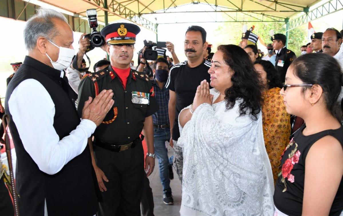 Col Ashutosh Sharma's wife Pallavi Sharma greets CM Ashok Gehlot