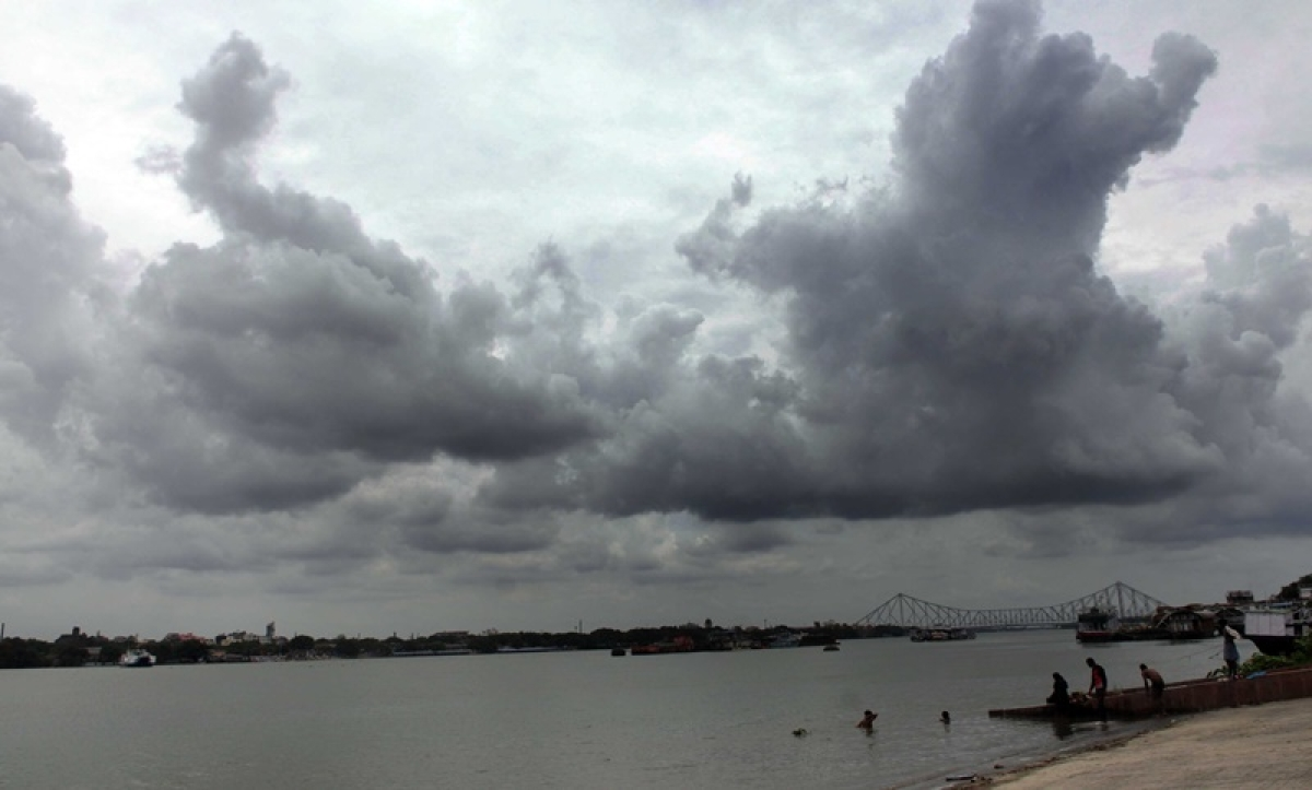 Over 1 lakh evacuated in Odisha as cyclone Amphan hurtles towards Bengal coast