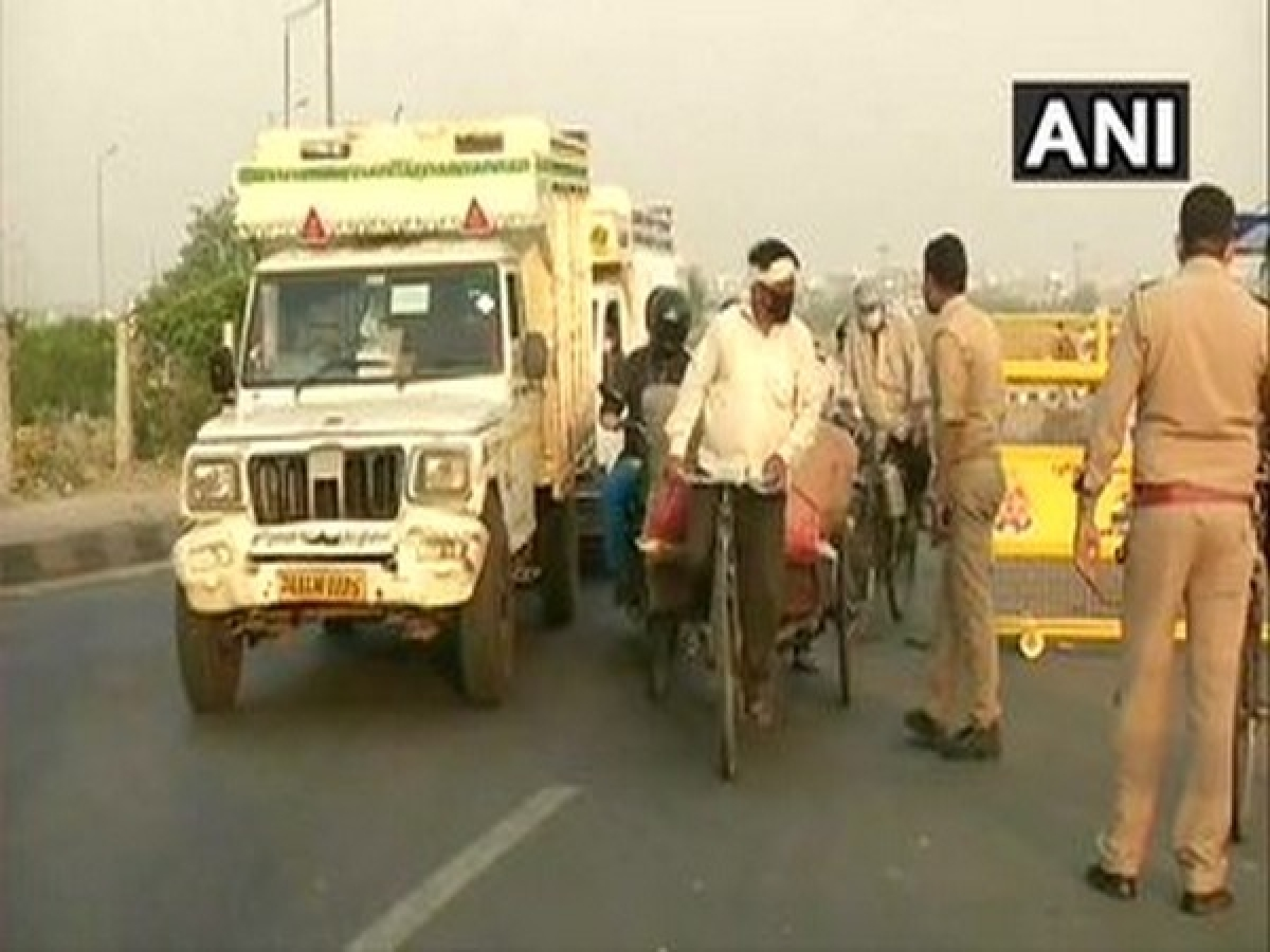 People commute through Delhi-Ghazipur border amid lockdown