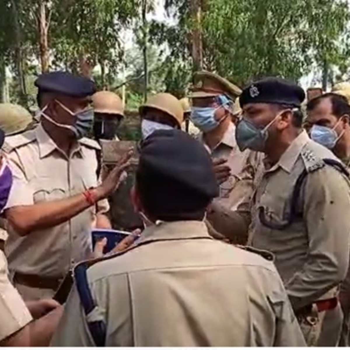 COVID-19 lockdown: Cops jostle at UP-Rajasthan border over movement of migrant workers