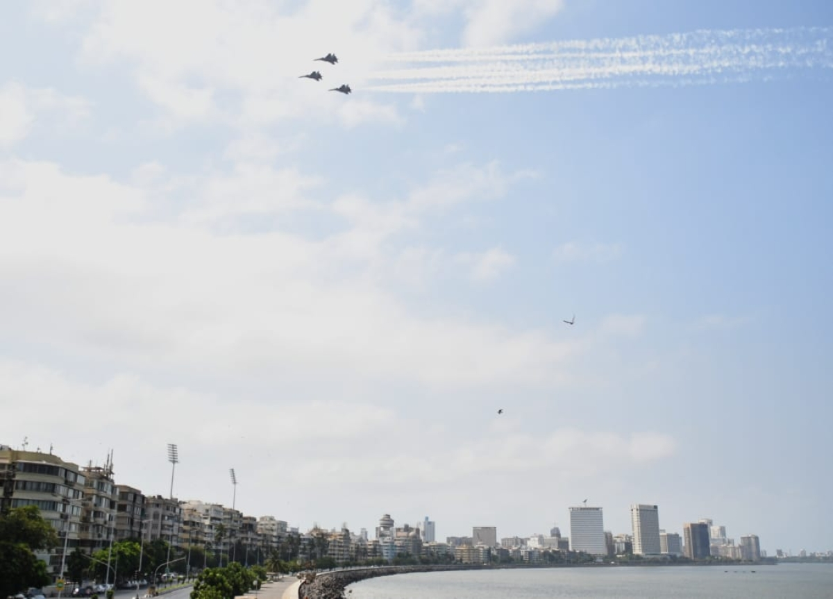 Su30 fighter aircrafts flypast at Marine Drive as a tribute to corona warriors on Sunday