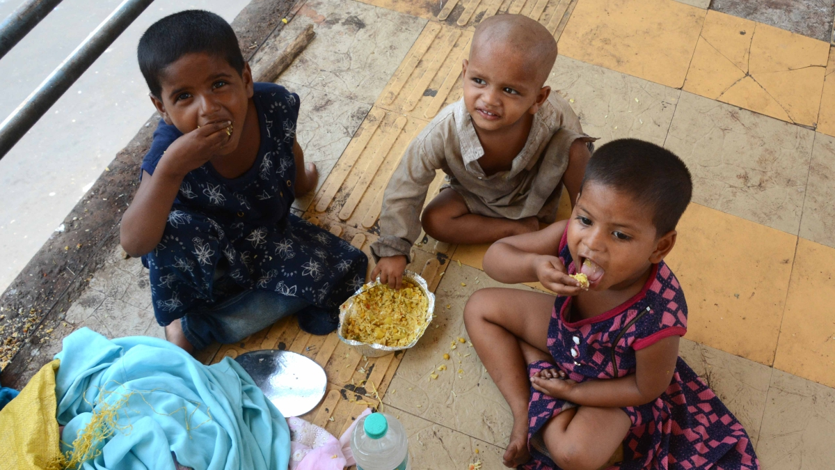 No fare to be charged, feed them, give shelter to those who have hit the road, says SC