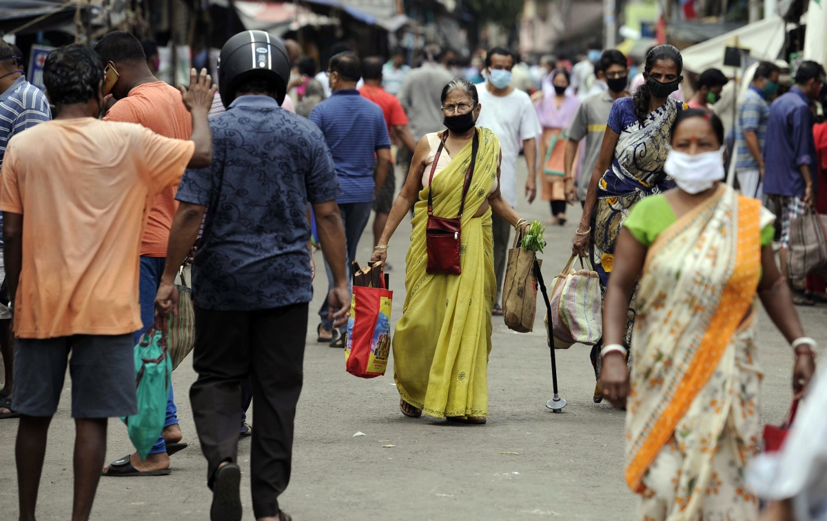 Crowded scene at Rashmoni Bazaar in Kolkata last Saturday, in violation of the nationwide lockdown.
