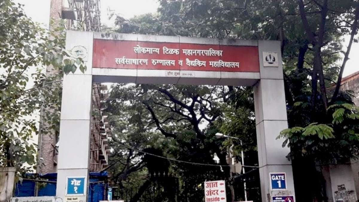 'No leader wants to visit COVID hospitals': Activist after videos of dead bodies next to COVID-19 patients in Sion hospital goes viral