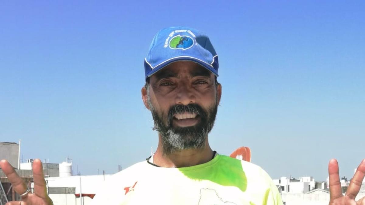 Bhopal: Retired army commando Ashok Hindustani runs 100 km at his home to thank corona warriors