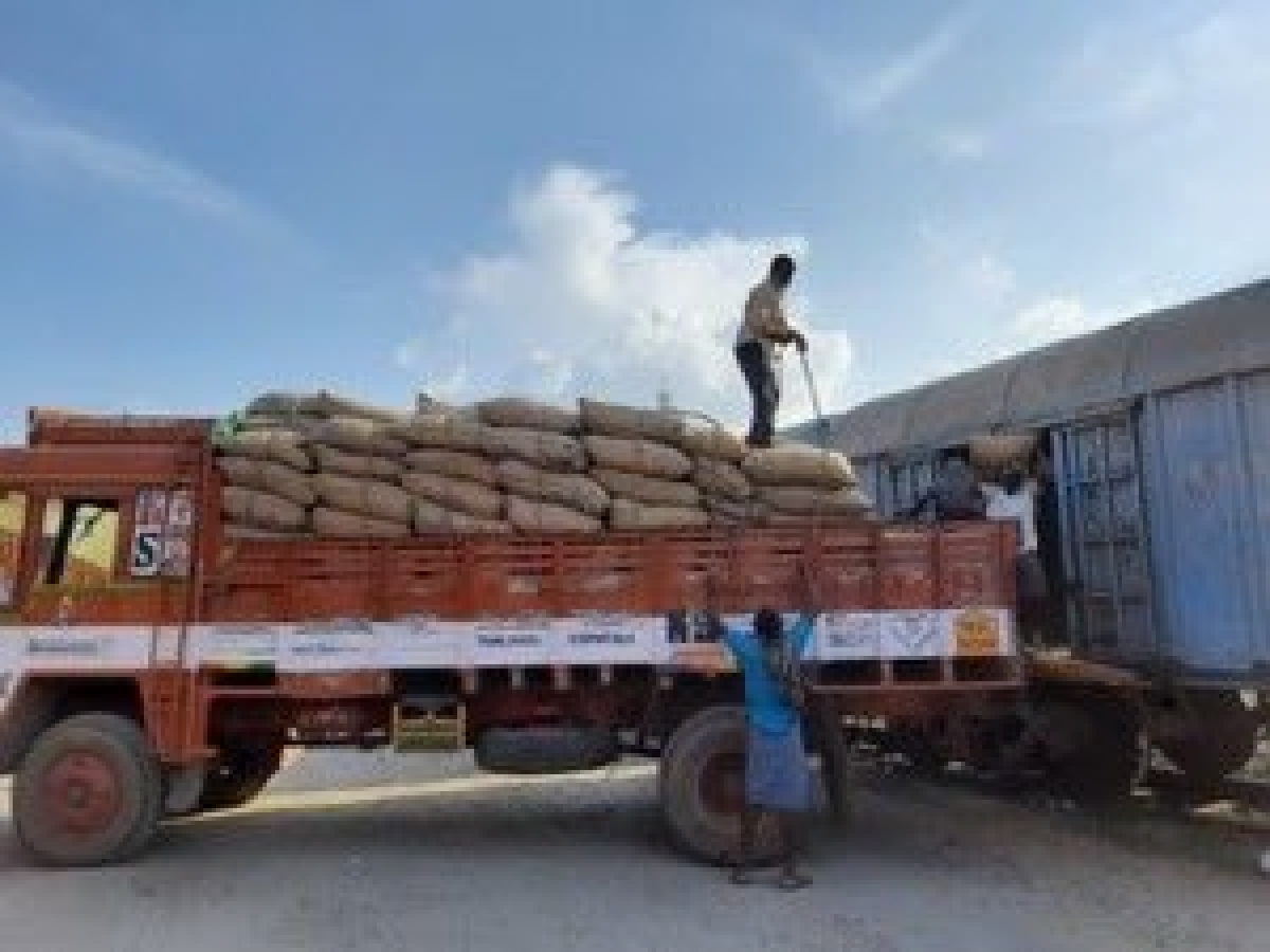 SWR carries a record 270 rakes of food grains for Karnataka during lockdown