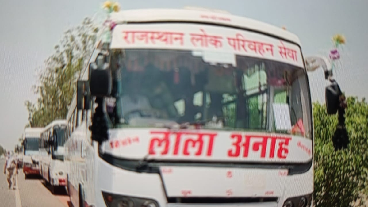 Political tussle at its peak as buses ferrying migrants from Rajasthan to Uttar Pradesh stuck at the border