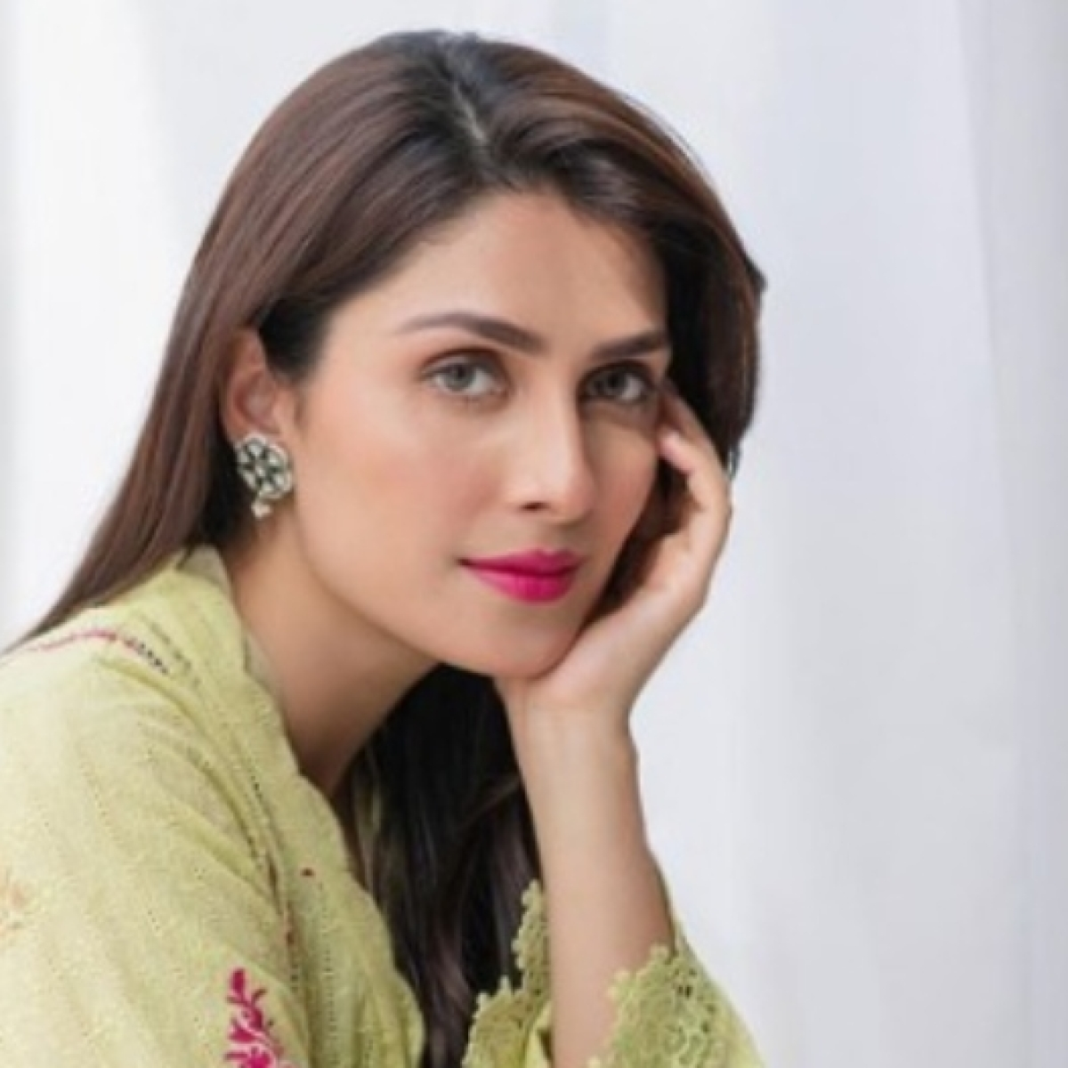 PIA flight PK 8303 crash: Ayeza Khan rubbishes reports of being on the flight, says 'please stop spreading the fake news'