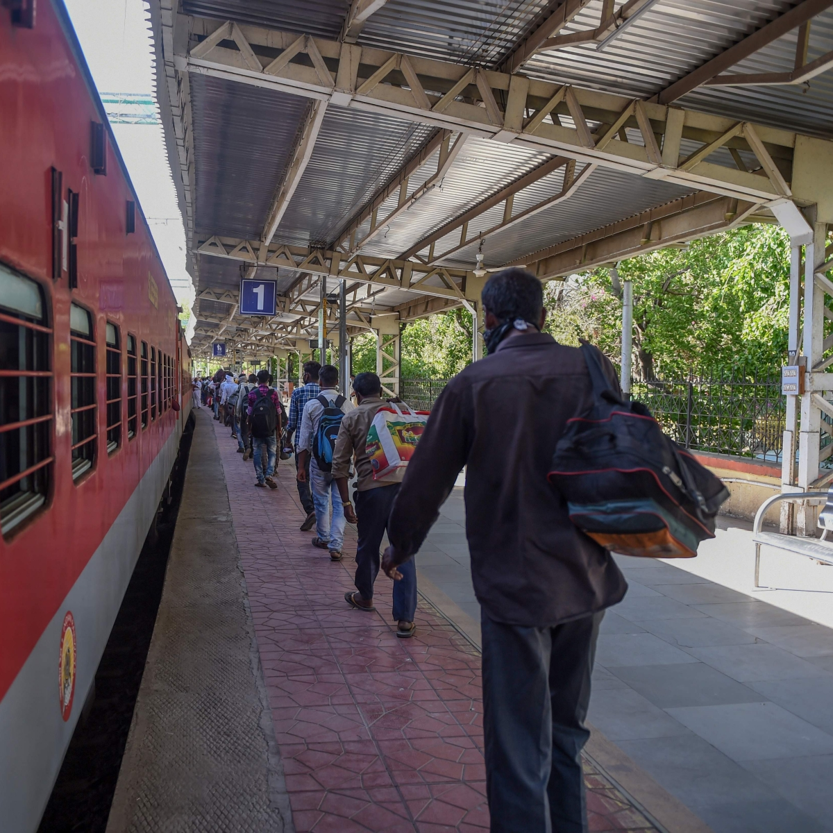 Mumbai: Special Shramik train leaves for Gorakhpur with 1104 happy migrant labourers