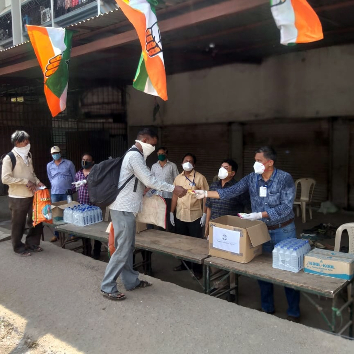 Congress relief camp eases woes of distressed migrants on highway