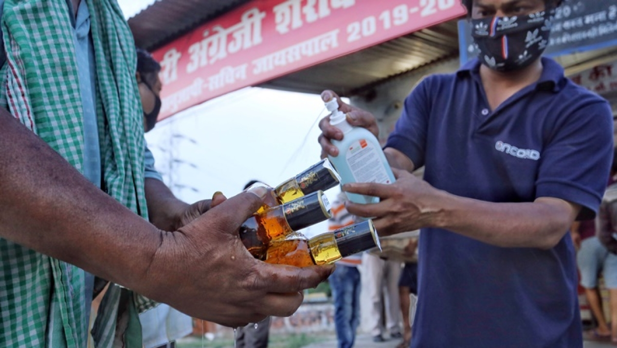 Chhattisgarh govt starts home delivery of liquor to avoid crowding, launches web portal
