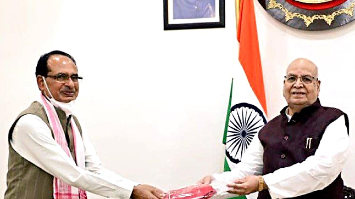 Madhya Pradesh Chief Minister Shivraj Singh Chouhan meets Governor Lalji Tandon at Raj Bhavan, in Bhopal on Wednesday.