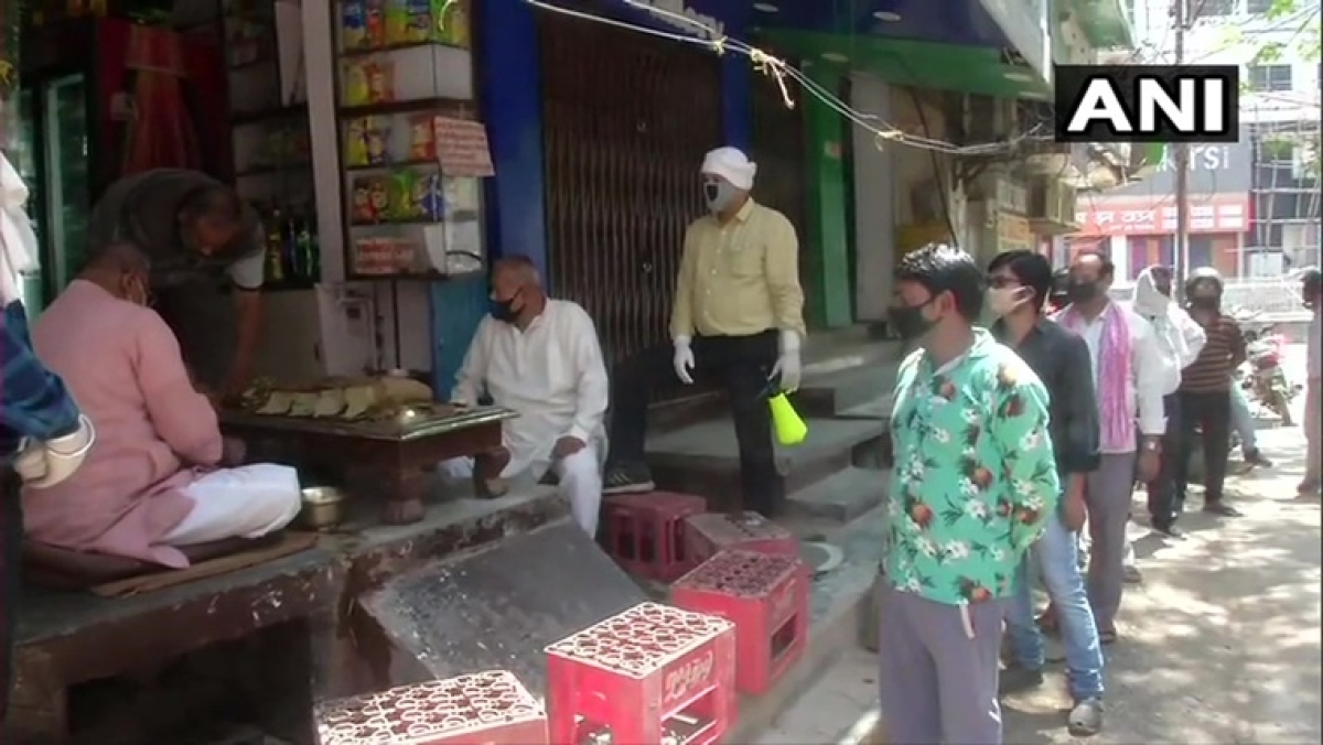 Lockdown 4.0: Gujarat govt allows paan and tea shops to remain open during lockdown