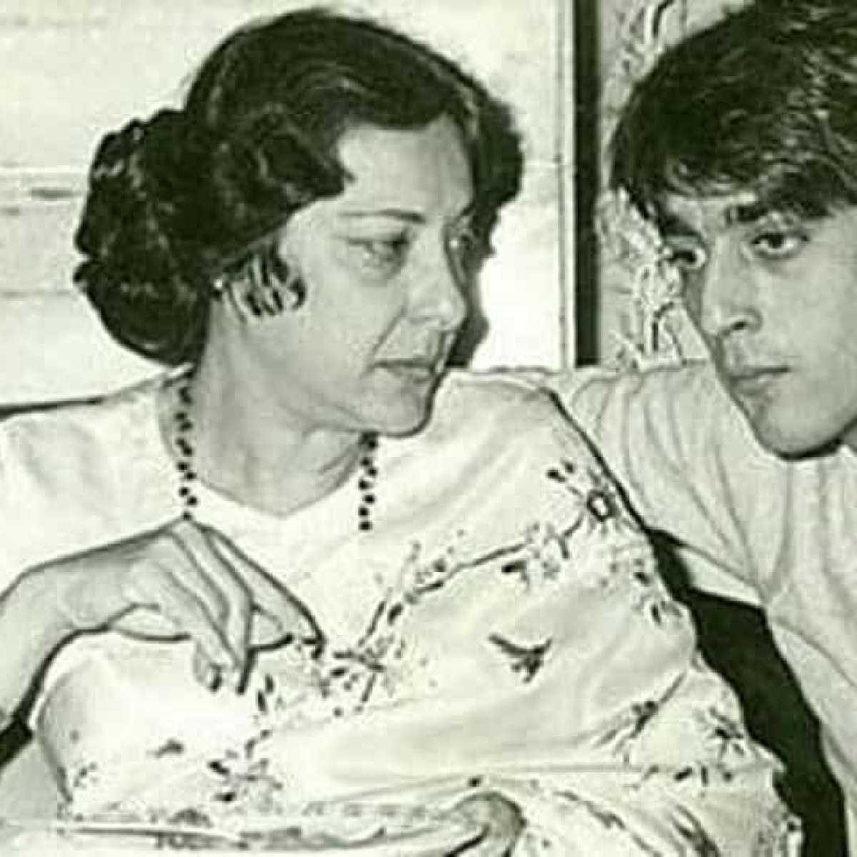 Sanjay Dutt remembers mother Nargis on 39th death anniversary, shares throwback pic
