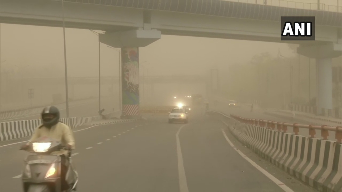 Dust storm envelops Delhi in a sudden change of weather; Visuals from Gazipur flyover