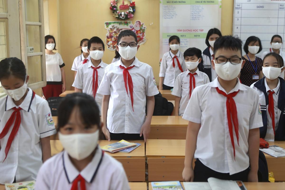 Vietnam kids return to school as COVID-19 restrictions eased