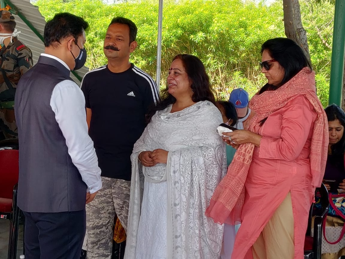 CM Ashok Gehlot consoled Col Ashutosh Sharma's family members present there