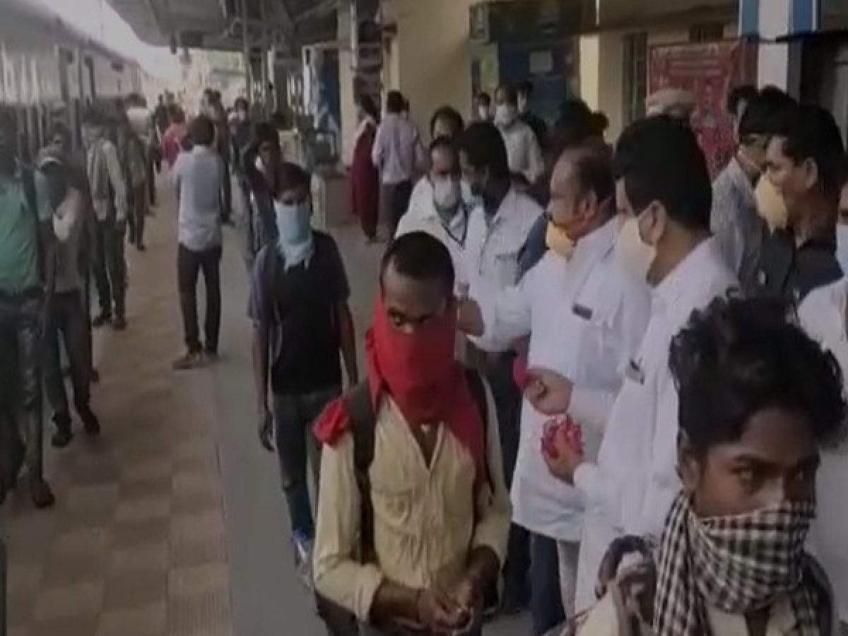 225 migrant workers from Bihar reach Telangana to work in rice mills