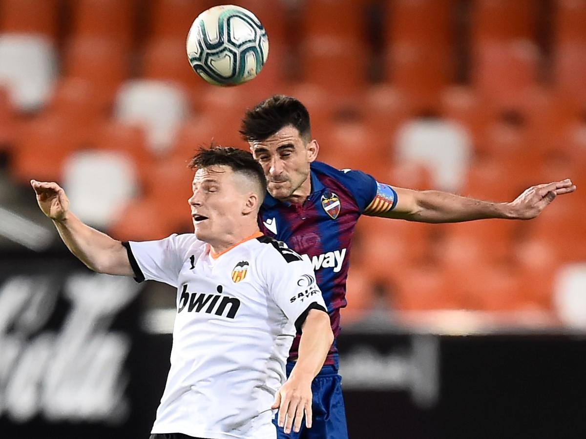 Ten-man Levante hold Valencia