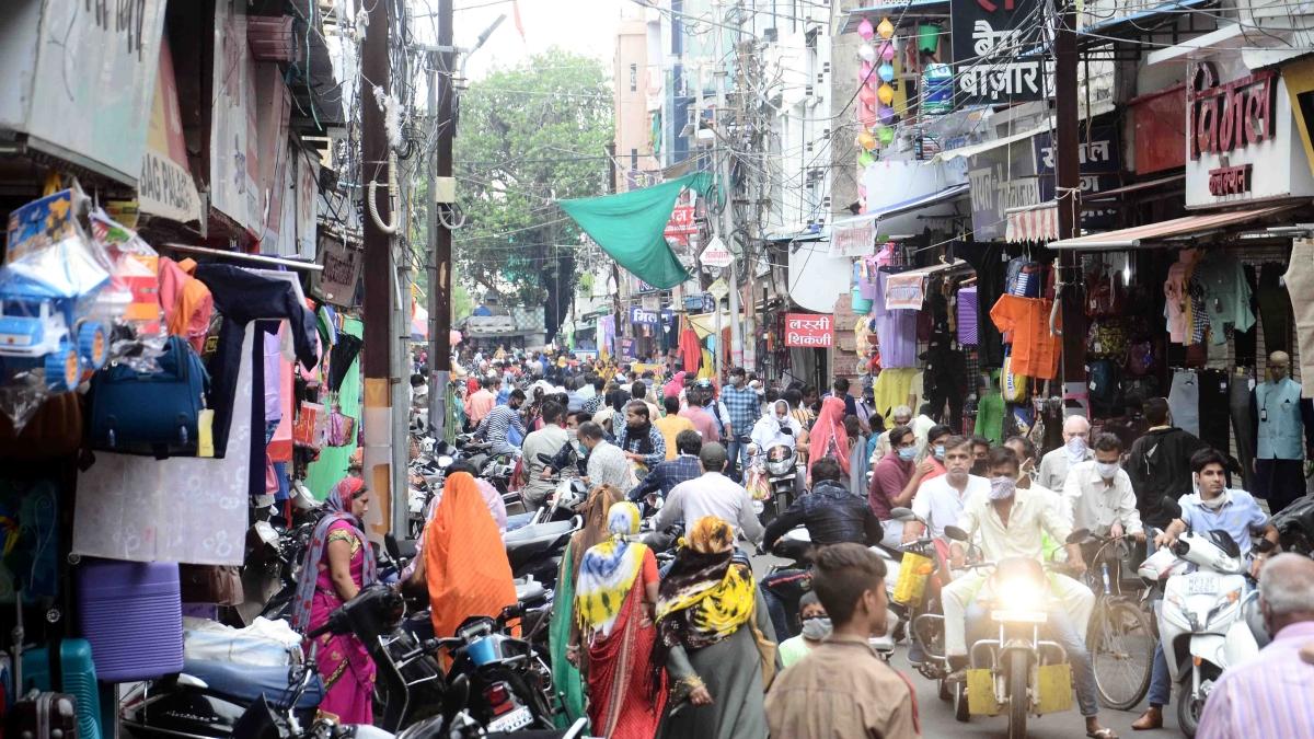 Crowded market near Chhatri Chowk.