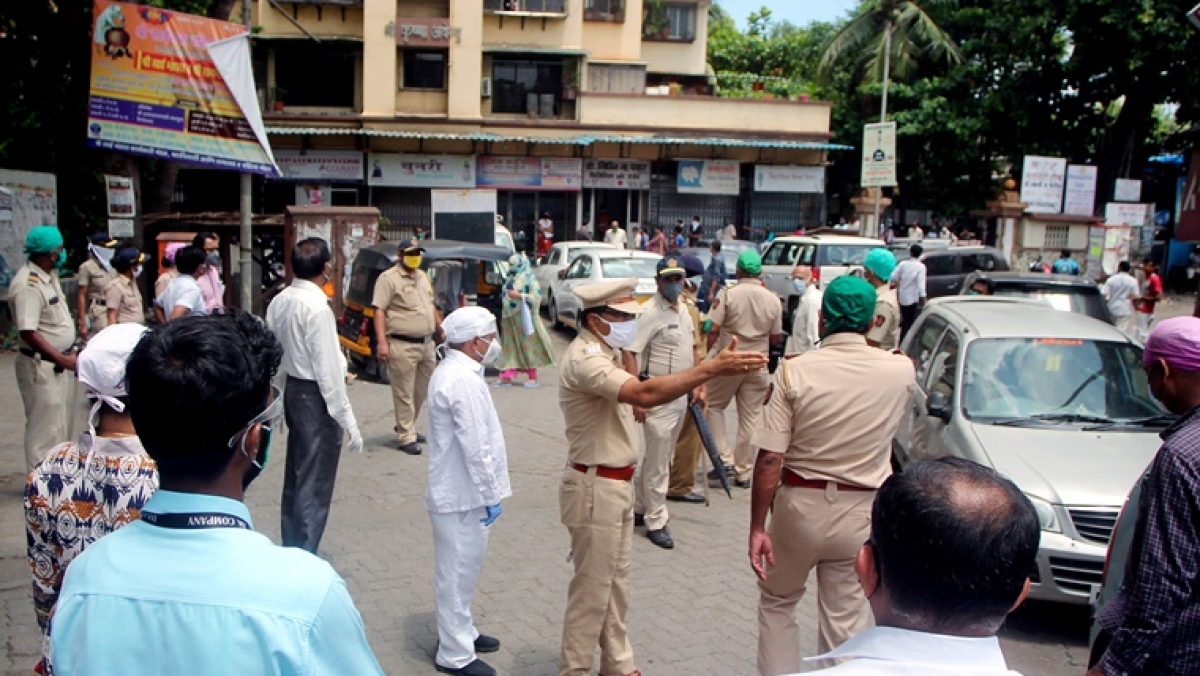 Coronavirus lockdown: Five booked after a group of people gather at Mumbai mosque