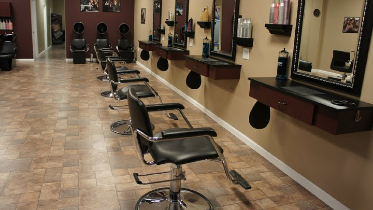 Hair salons in Maha to reopen from June 28: Minister Vijay Wadettiwar