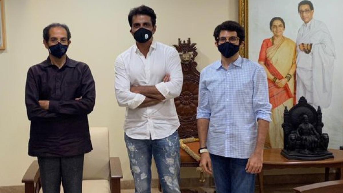 Uddhav Thackeray (L), Sonu Sood and Aditya Thackeray (R)